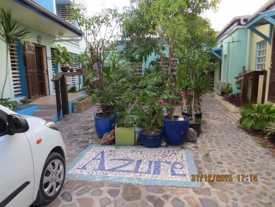 The Azure Hotel: entrada da pousada