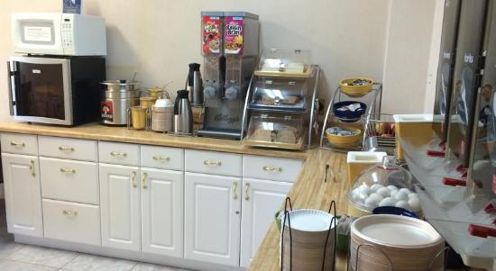 Cadillac, MI: Breakfast Area