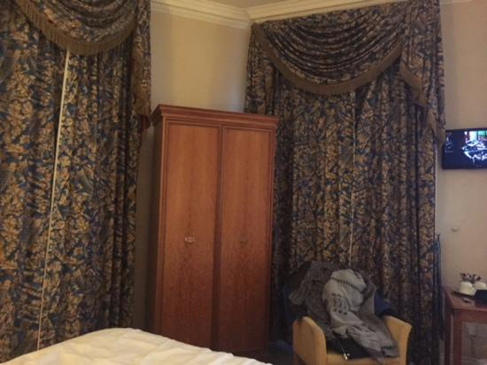 oldie worldly furtniture picture of the central hotel dublin rh tripadvisor ie