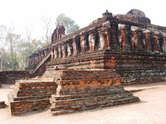 Kamphaeng Phet, Wat Chang Pop - Picture of Kamphaeng Phet ...