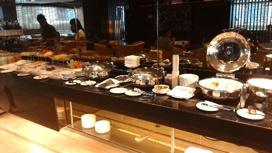 PARKROYAL Kuala Lumpur: great snacks and drinks in the Orchid Club