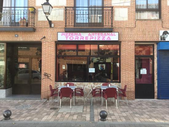 Torrejon de la Calzada, สเปน: Pizzas con masa y salsas caseras al mejor precio