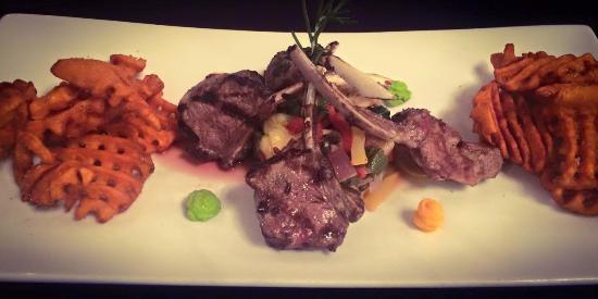 Hampton's at JH Adams Inn: Lamb Chops