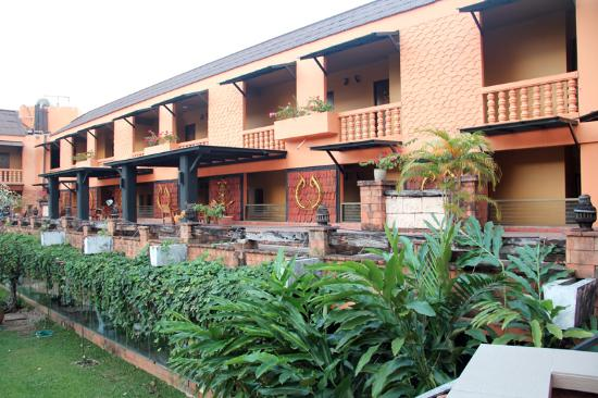 Holiday Garden Hotel: Один из корпусов отеля
