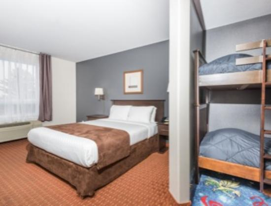 Super 8 Quebec City: Suite familiale avec console XBOX / Family suite with XBOX