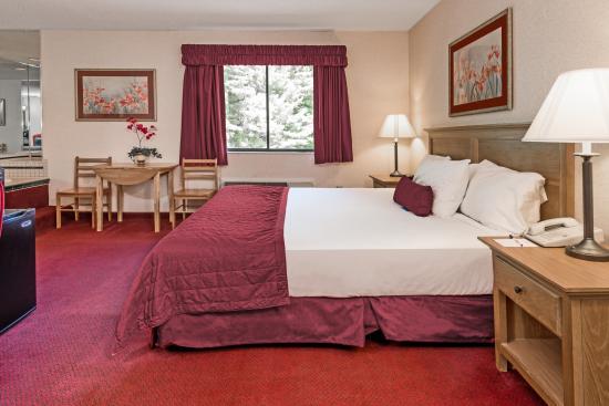 Baymont Inn & Suites Logan: room