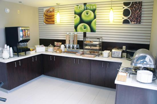 Powell, TN: Breakfast Bar