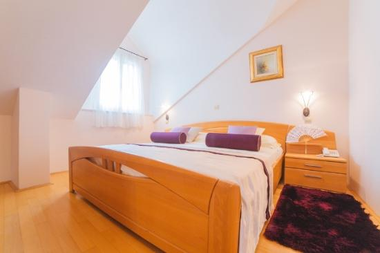 Hotel Park Hvar: Superior triple suite; sea view
