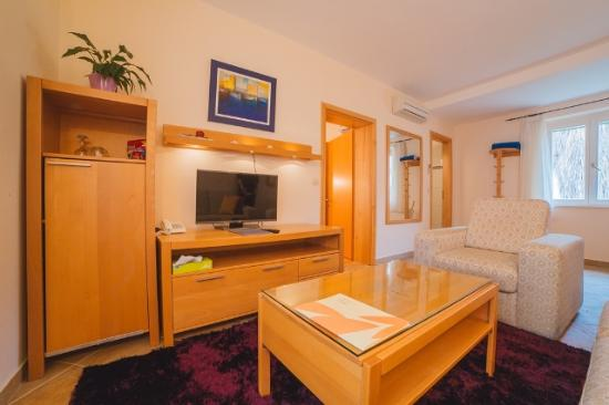 Hotel Park Hvar: Double bed suite town view