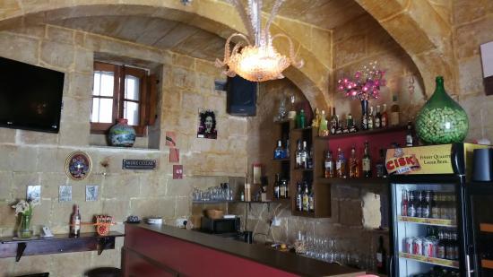 L-ghenba wine and art