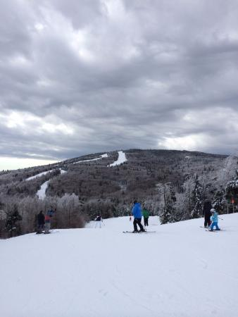 Jackson Gore Inn: Skiing over towards Okemo base