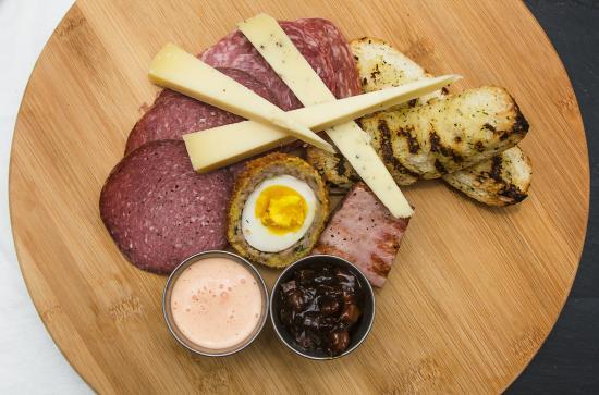 New Hamburg, Канада: Ploughman's platter, including our scotch egg!
