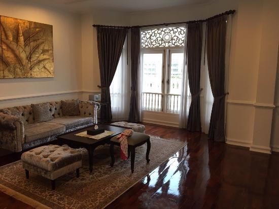 Dhavara Hotel: Living room