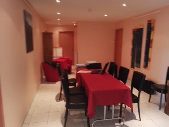 Saint-Flour, Frankrig: Salle de réunion dans le couloir qui amène aux différentes chambres de l'hôtel