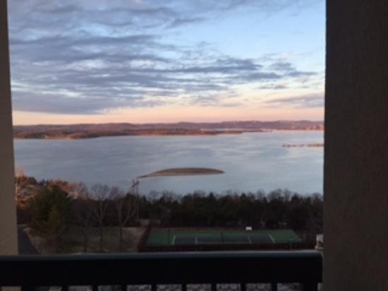 Chateau on the Lake Resort & Spa: Lake view 6th floor