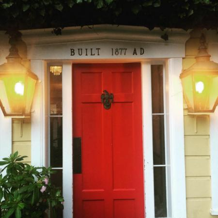 Little River, Californië: The welcoming red door!