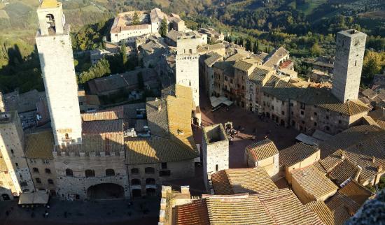 Palazzo Pubblico e Torre Grossa: Vista aerea della città