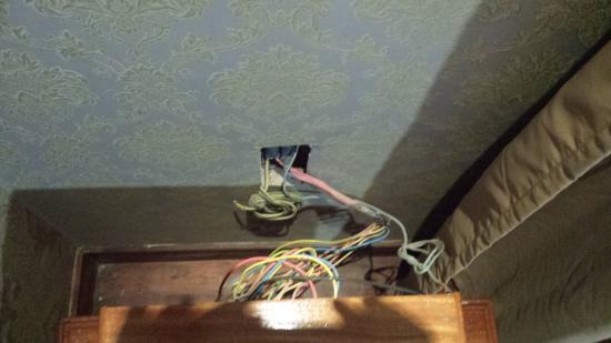 โรงแรมปรัม บายน: cables