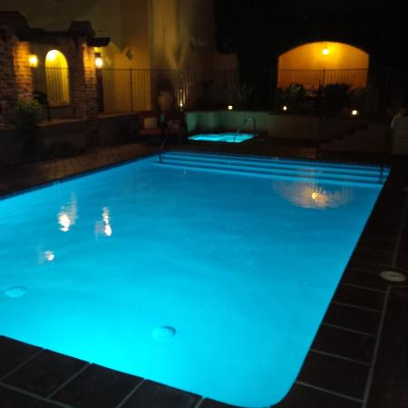 Andreas Hotel & Spa: Nightime view of pool