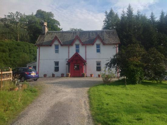 Crianlarich, UK : L'Inverardran House vista dal vialetto di accesso