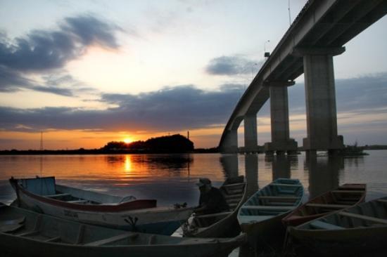 Bom Jesus Da Lapa, BA: Ponte sobre o Rio São Francisco