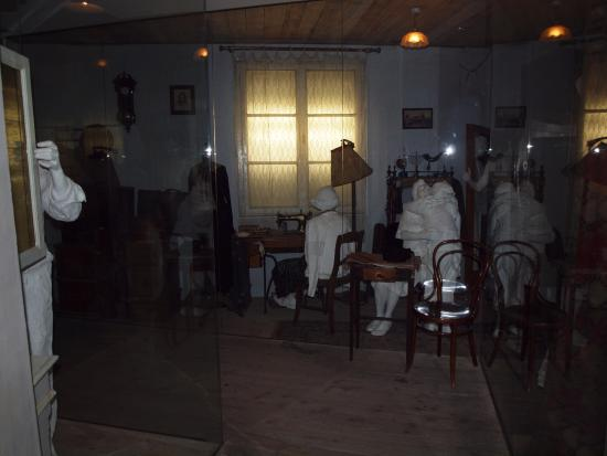 how does steven spielberg use lighting in schindlers list Steven spielberg with ben kingsley  turning off the lights on them that was tough  i was thinking about using janusz for schindler's list and i wanted to test him so, i asked tony would he consider hiring him to do a pilot we produced called the class of '61, about the civil war and the director agreed to use janusz and he was great.