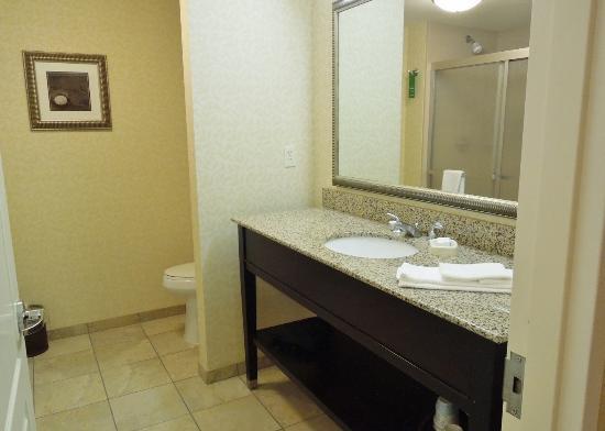 Ellsworth, ME: Large, clean bath