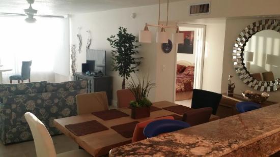 Madeira Vista Condominiums: Newly remodeled 406