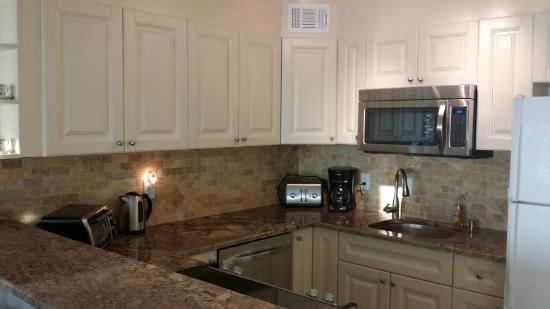 Madeira Vista Condominiums: One of our newly remodeled kitchens