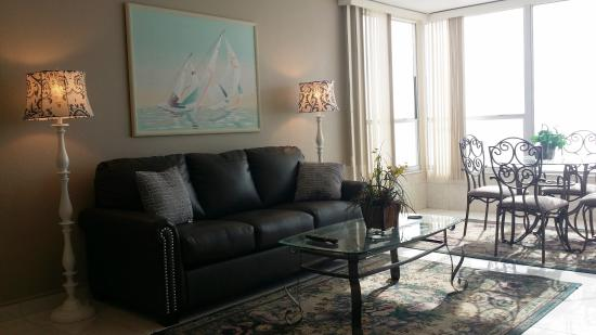 Madeira Vista Condominiums: 506 living area