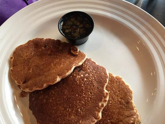 Beverly Shores, IN: Fuji Apple Pancakes