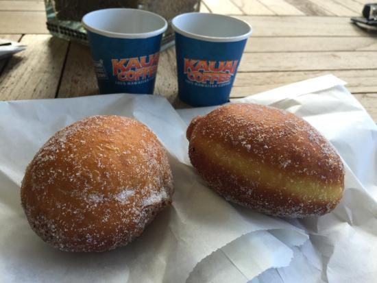 Kalaheo, Hawái: Yummy free coffee and the malasada!! So good!