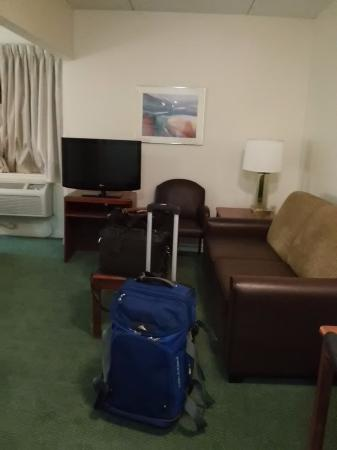 Extended Stay America - Cleveland - Middleburg Heights: Living area