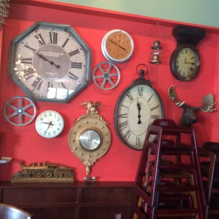 Wixom, MI: Clock art