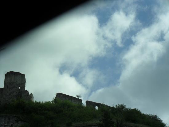 Les Andelys, Francia: Ruinas frente al camping