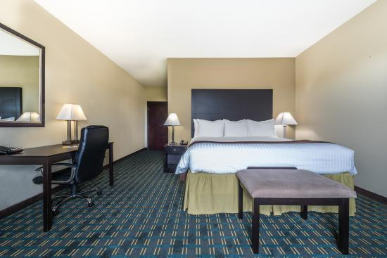 Days Inn & Suites Mineral Wells: Executive Suite