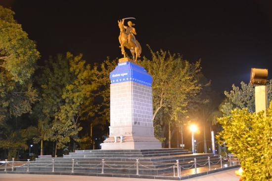 statue of maharani lakshmi bai picture of rani lakshmi bai par
