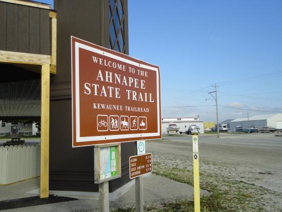 Algoma, WI: Trail Head in Kewaunee