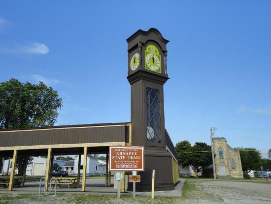 Algoma, WI: Worlds Largest Grandfather Clock