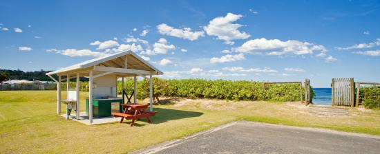 Bateau Bay, Australia: BBQ areas throughout the park