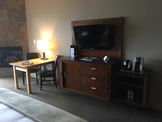 Brentwood Bay Resort & Spa: The entertainment Center