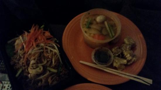 Veggie & Tofu Pad Thai - Foto di Green Papaya Thai Restaurant, Canton ...