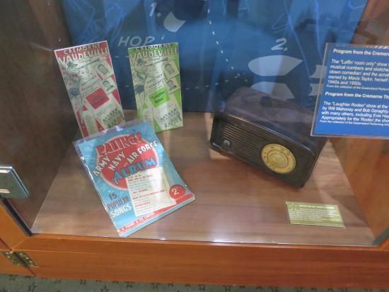 MacArthur Museum Brisbane: MacArthur Museum - Wartime entertainment