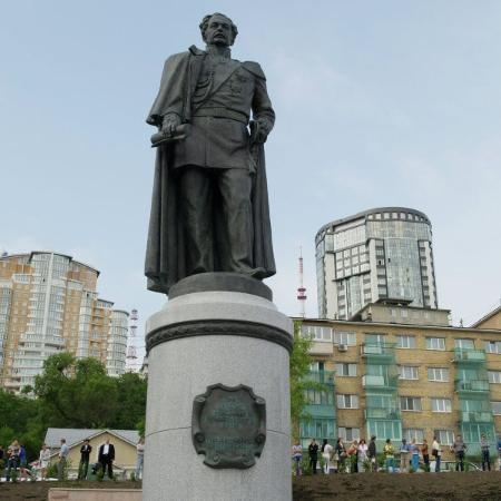 ‪Monument to Muravyov-Amurskiy‬