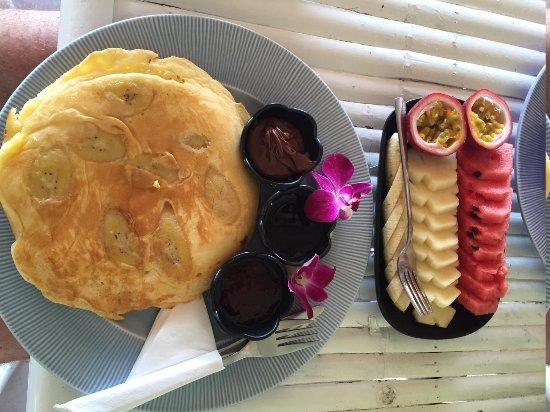 Sea Love Bungalows: Pancake&fruit plate