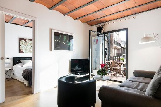 Feel at Home Barcelona - Ramblas Building