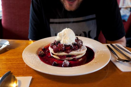Margate, Australia: Berry Delight Pancake! Incredible :)