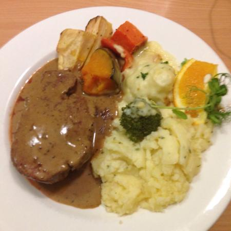 Flag Motor Lodge: Fillet steak with mash and veges. Pretty tasty!