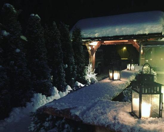 Terrasse Romantique De Nuit Photo De La Remise Argentiere
