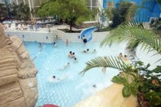 Vu du parc de haut photo de sunparks kempense meren mol for Sunpark piscine
